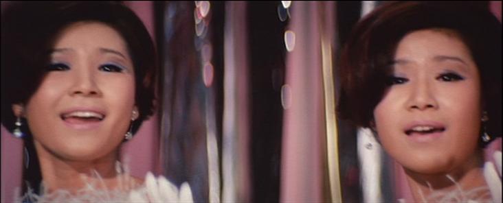 ザ・ピーナッツ『クレージー黄金作戦』でウナ・セラ・ディ東京歌う